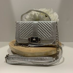 Handbags - ⭐️Silver  crossbody bag Mother's Day